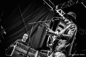 B&W-CarlWyatt-and-TheDeltaVoodooKings-BluesnRockinBeaufort-Luxembourg-13082016-by-Lugdivine-Unfer-481