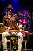 color-CarlWyatt-and-TheDeltaVoodooKings-BluesnRockinBeaufort-Luxembourg-13082016-by-Lugdivine-Unfer-524